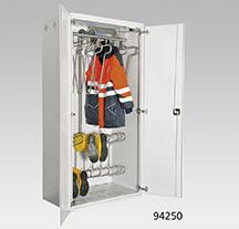 Trockenschrank aus Stahlblech mit 8 Kleider- und 16 Stiefelbügel, Warmluftgebläse und Zeitschaltuhr
